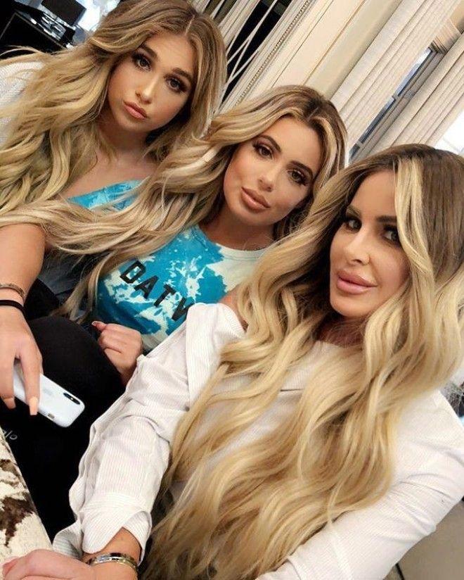 На этой фотографии мать и её две дочери Угадали кто есть кто