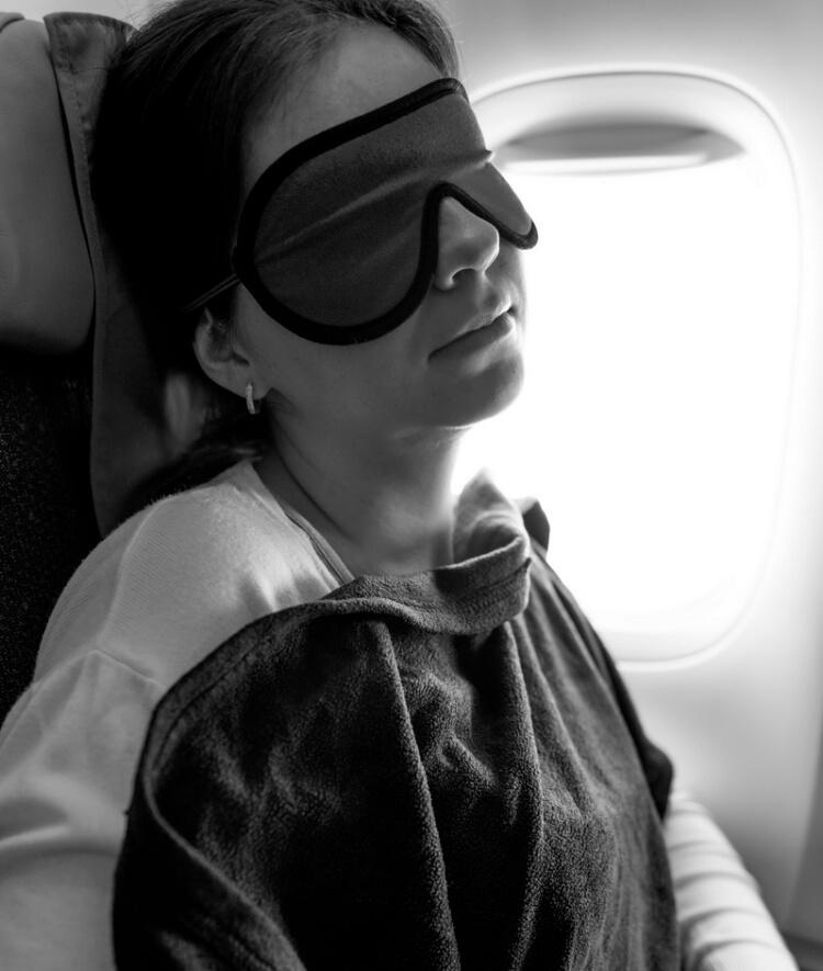 Укрываться пледом в самолете