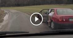 Парни, проезжавшие мимо, вышли из машины, чтобы помочь девушке сменить шину. Упс, неожиданно…