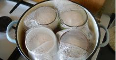 Вареная колбаса в кружке