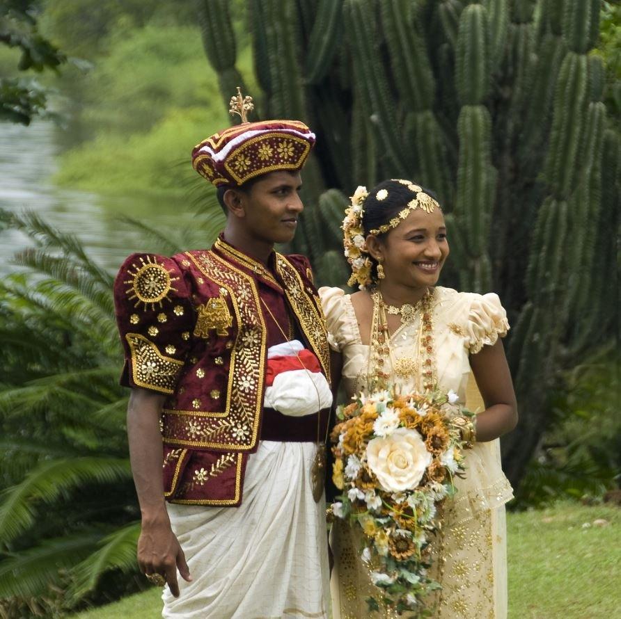 костюмы разных стран фото подготавливаем ягоды